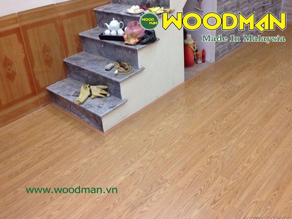 Cận cảnh sàn gỗ Woodman lắp đặt phòng khách.