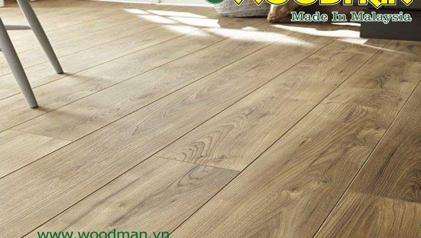 Sàn gỗ công nghiệp WOODMAN MALAYSIA có tính năng siêu chịu nước và không ảnh hưởng bởi mối mọt.