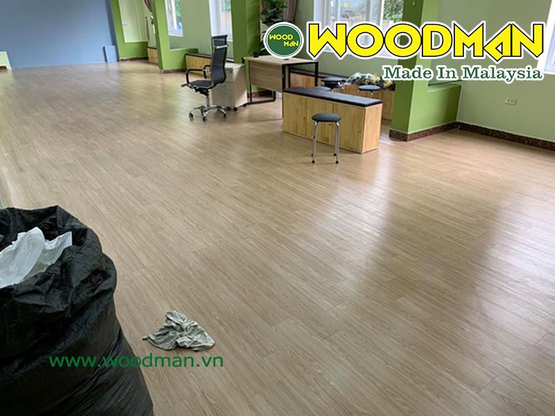 Sàn gỗ công nghiệp Woodman lắp đặt văn phòng công ty