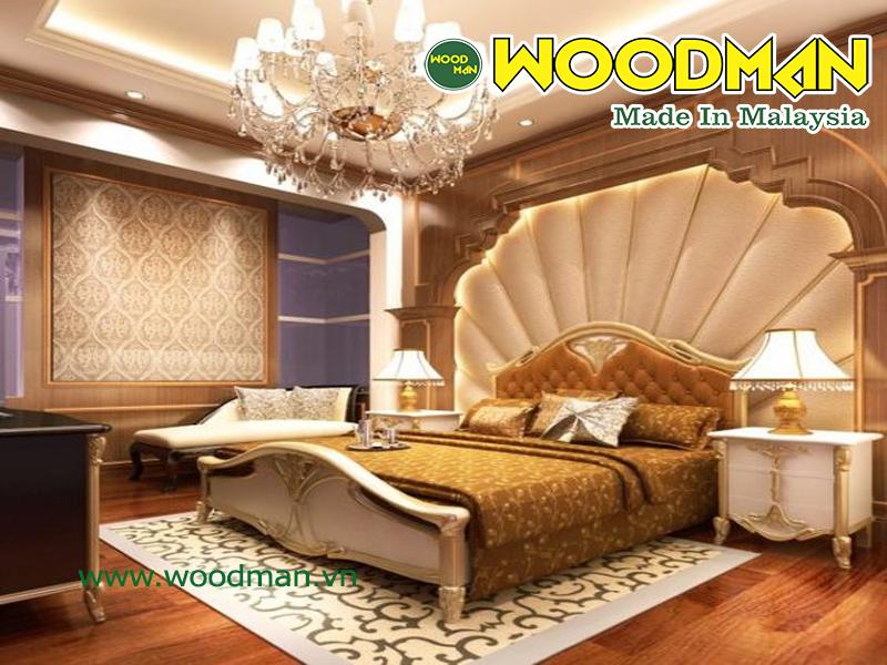 Không gian sàn gỗ càng làm tăng sự sang trọng của phòng ngủ mang phong cách tân cổ điển